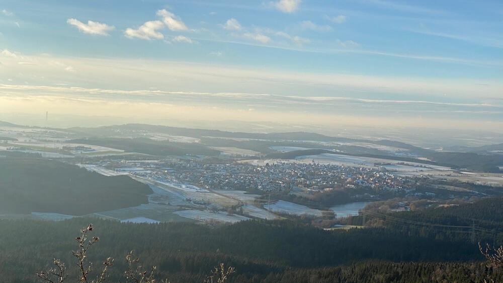Ausblick vom Plettenberg auf den Schömberger Stausee bei Schnee